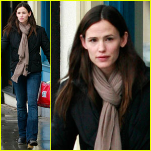 Jennifer Garner: Janie and Jack Shopper