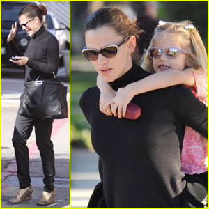 Jennifer Garner Munches on Menchies with Violet