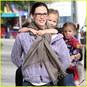 Jennifer Garner: Piggyback Ride for Violet!