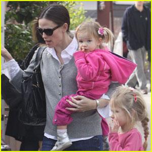 Jennifer Garner: Country Mart with Seraphina & Violet!