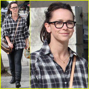 Jennifer Love Hewitt: No Makeup With Mom