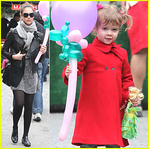 Jessica Alba: Farmers Market with Cash and Honor!
