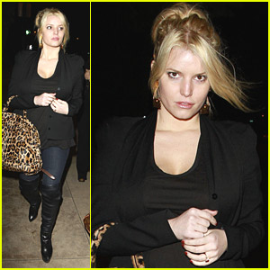 Jessica Simpson: Dinner At A Steakhouse
