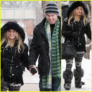 Jessica Simpson & Eric Johnson: Snowy Stroll in Aspen