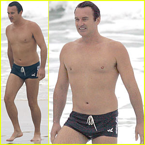 Julian McMahon: Teeny Swim Trunks!