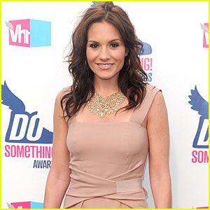 Kara DioGuardi Set to Pen Memoir