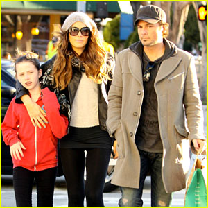 Kate Beckinsale: Starbucks Stroll with Len & Lily!