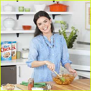 Katie Lee: Betty Crocker's Red Hot Holiday Trends!