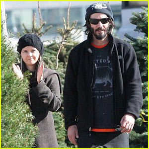 Keanu Reeves: Christmas Tree Shopping!