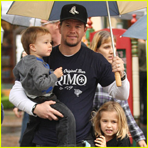 Mark Wahlberg: Holiday Family Fun