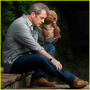 Mel Gibson Buddies with 'The Beaver' -- Trailer