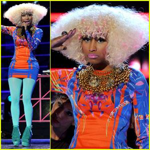 Nicki Minaj: Poofy Platinum Blonde Bob!