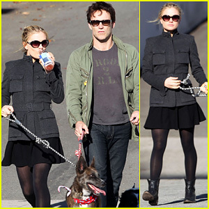 Anna Paquin & Stephen Moyer: Dogwalking Duo
