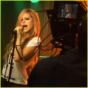Avril Lavigne: 'What the Hell' Video Preview!