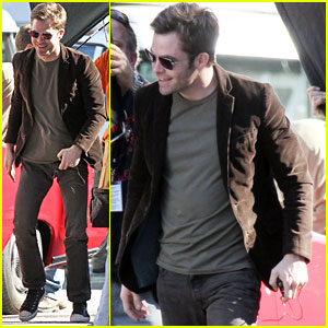 Chris Pine: Convertible Cruise for 'Welcome to People'