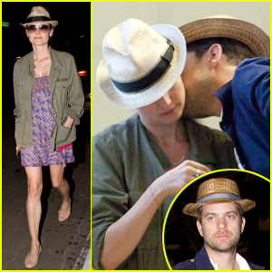 Diane Kruger & Joshua Jackson: Peck On The Neck