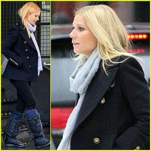 Gwyneth Paltrow Braves the NYC Snow!
