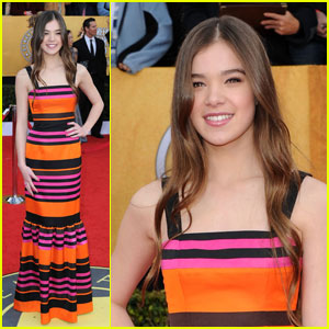 Hailee Steinfeld - SAG Awards 2011 Red Carpet