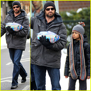 Hugh Jackman: Birthday Party with Oscar!
