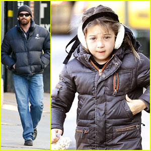 Hugh Jackman: Chilly NYC Stroll with Ava
