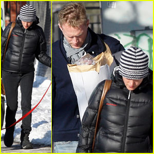 Jennifer Connelly & Paul Bettany: Dog Walking Duo