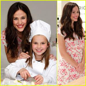 Jennifer Garner: Frigidaire Kids' Cooking Academy Launch!