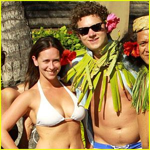 Jennifer Love Hewitt & Alex Beh: Hula in Hawaii!
