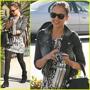 Jessica Alba: Parking Ticket at Talent Agency