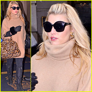 Jessica Simpson Braves the NYC Snowstorm!
