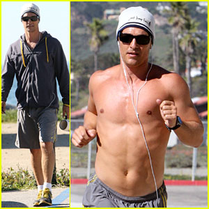 Matthew McConaughey: Shirtless Beach Run!