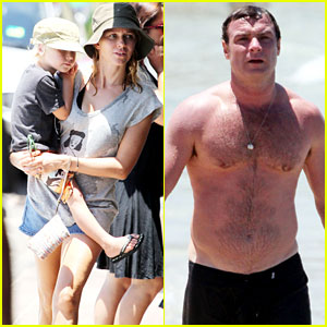 Naomi Watts & Liev Schreiber: Bronte Beach with the Boys!