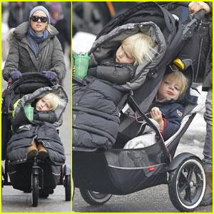 Naomi Watts: Strolling with Sasha & Samuel!