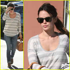 Rachel Bilson: Bed Bath & Beyond Shopper