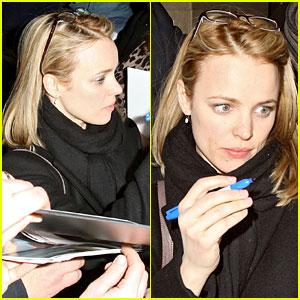 Rachel McAdams: Mobbed for Autographs!
