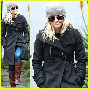 Reese Witherspoon Bundles Up in Santa Monica