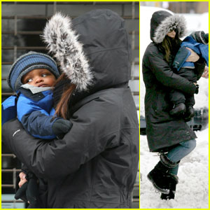 Sandra Bullock: Snowy Stroll with Louis!