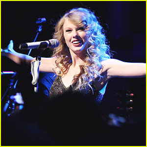 Taylor Swift: Top Selling & Most Played Artist of 2010!