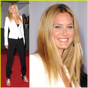Bar Refaeli - Grammys 2011 Red Carpet