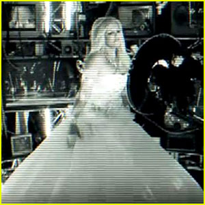 Britney Spears: 'Hold It Against Me' Video Teaser!
