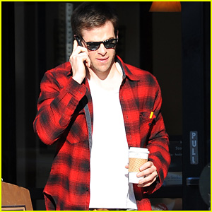 Chris Pine: Coffee & Phone Break!