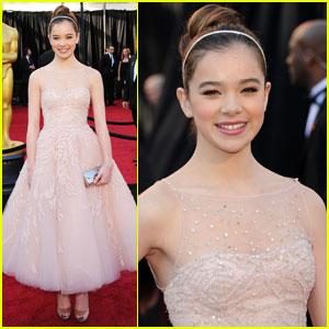 Hailee Steinfeld - Oscars 2011 Red Carpet