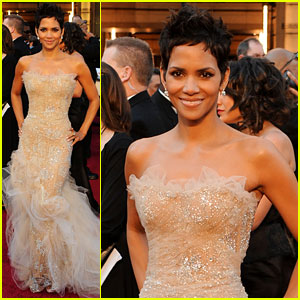 Halle Berry - Oscars 2011 Red Carpet