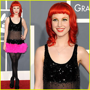 Hayley Williams - Grammys 2011 Red Carpet