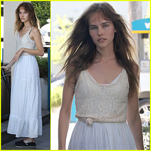 Isabel Lucas: Gas Station Before the Beach!