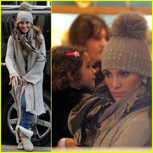 Jennifer Lopez: FAO Schwarz with the Twins!