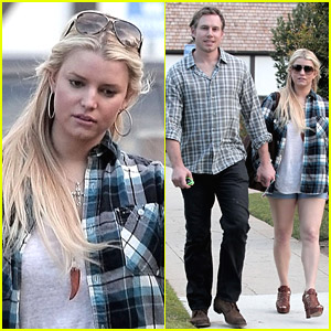 Jessica Simpson & Eric Johnson Munch On Lunch