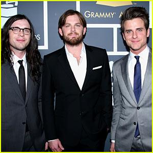Kings of Leon: Grammys 2011 Red Carpet