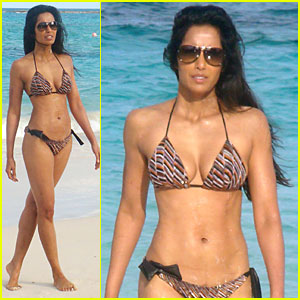 Padma Lakshmi: Bikini Bod in the Bahamas!