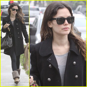Rachel Bilson: Market & Medical Building Stop
