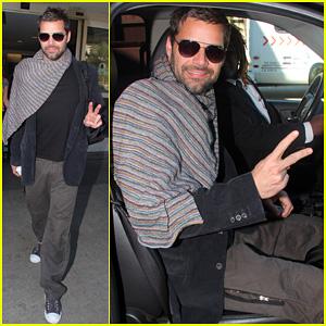 Ricky Martin: Happy LAX Landing!